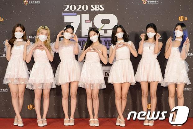 Thảm đỏ SBS Gayo Daejun 2020: aespa tiếp tục là thảm họa thời trang, RM (BTS) diện đồ thùng thình như... mượn của bố - Ảnh 21.