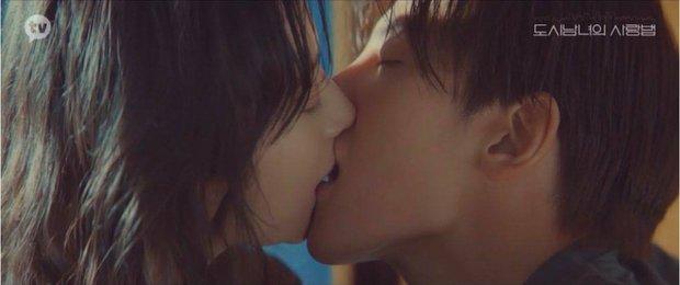 Netizen chảy máu mũi với màn lăn giường của Ji Chang Wook - Kim Ji Won, chị em xem mà ghen lồng lộn á! - Ảnh 3.