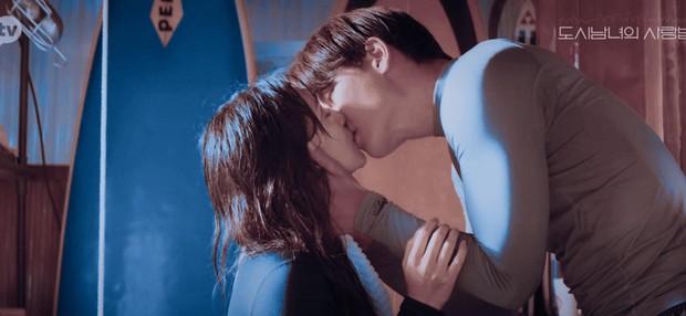 Netizen chảy máu mũi với màn lăn giường của Ji Chang Wook - Kim Ji Won, chị em xem mà ghen lồng lộn á! - Ảnh 4.