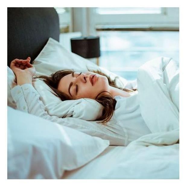 Giấc ngủ rất quan trọng nhưng nếu bạn ngủ trong 4 thời điểm này coi chừng cảm lạnh, thậm chí đột tử - Ảnh 3.