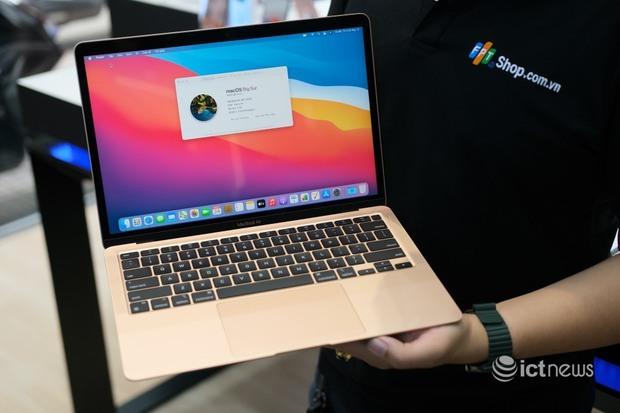 Mở bán Macbook sớm, Apple muốn đấu với thị trường xách tay? - Ảnh 1.