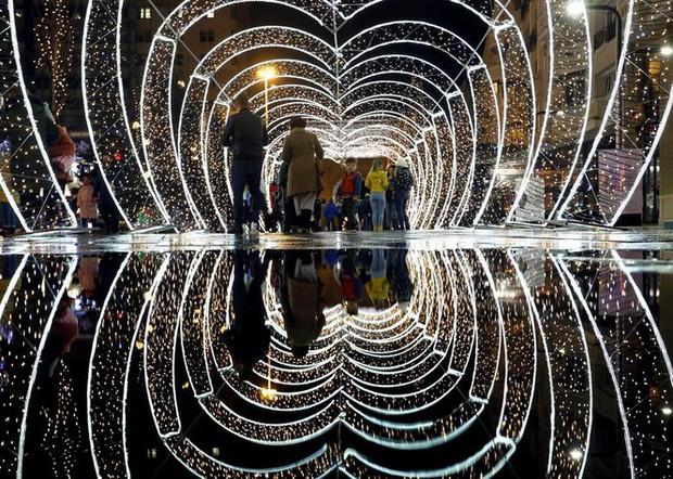 Thế giới rực sáng đón Giáng sinh sau một năm ảm đạm vì COVID-19 - Ảnh 14.