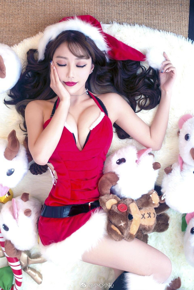 Những màn hóa thân Bà già Noel nóng bỏng khiến người xem mất ăn, mất ngủ của các nữ streamer sexy hàng đầu Trung Quốc - Ảnh 3.