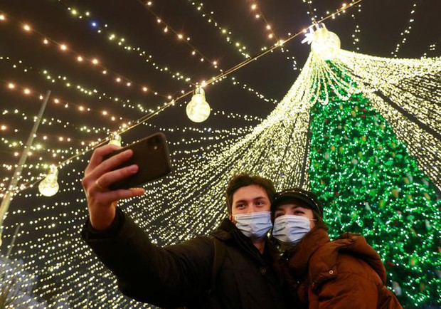 Thế giới rực sáng đón Giáng sinh sau một năm ảm đạm vì COVID-19 - Ảnh 4.