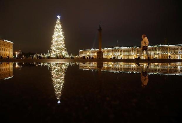 Thế giới rực sáng đón Giáng sinh sau một năm ảm đạm vì COVID-19 - Ảnh 7.