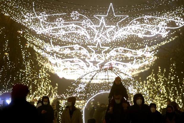 Thế giới rực sáng đón Giáng sinh sau một năm ảm đạm vì COVID-19 - Ảnh 8.