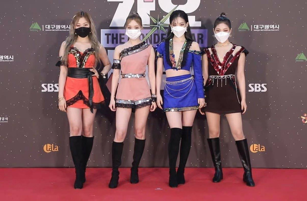 Thảm đỏ SBS Gayo Daejun 2020: aespa tiếp tục là thảm họa thời trang, RM (BTS) diện đồ thùng thình như... mượn của bố - Ảnh 4.