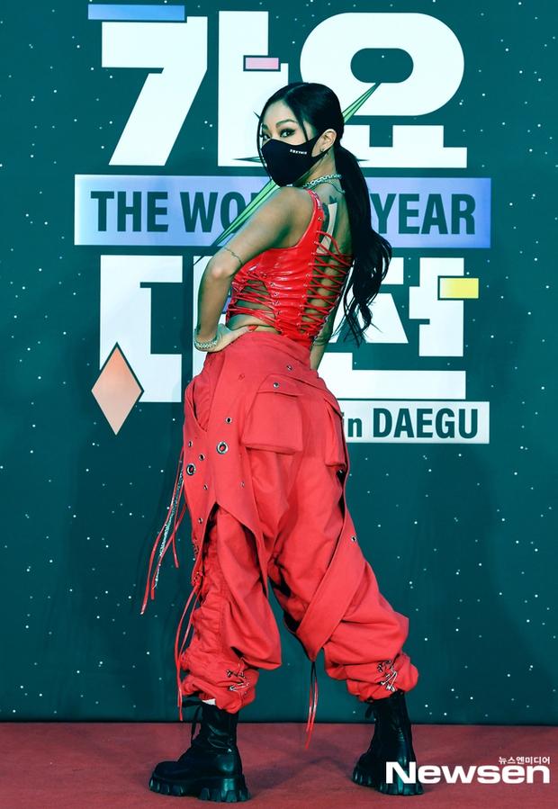 Thảm đỏ SBS Gayo Daejun 2020: aespa tiếp tục là thảm họa thời trang, RM (BTS) diện đồ thùng thình như... mượn của bố - Ảnh 13.