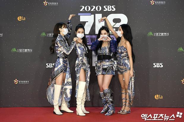 Thảm đỏ SBS Gayo Daejun 2020: aespa tiếp tục là thảm họa thời trang, RM (BTS) diện đồ thùng thình như... mượn của bố - Ảnh 20.