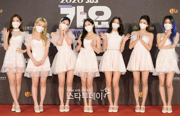 Thảm đỏ SBS Gayo Daejun 2020: aespa tiếp tục là thảm họa thời trang, RM (BTS) diện đồ thùng thình như... mượn của bố - Ảnh 22.