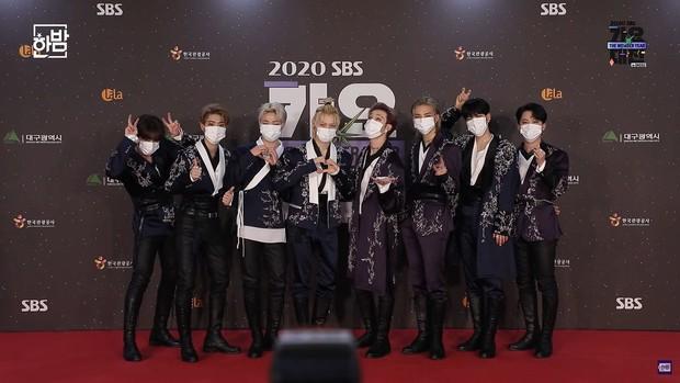 Thảm đỏ SBS Gayo Daejun 2020: aespa tiếp tục là thảm họa thời trang, RM (BTS) diện đồ thùng thình như... mượn của bố - Ảnh 29.