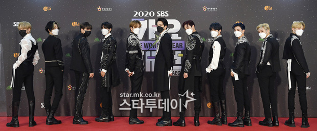 Thảm đỏ SBS Gayo Daejun 2020: aespa tiếp tục là thảm họa thời trang, RM (BTS) diện đồ thùng thình như... mượn của bố - Ảnh 33.