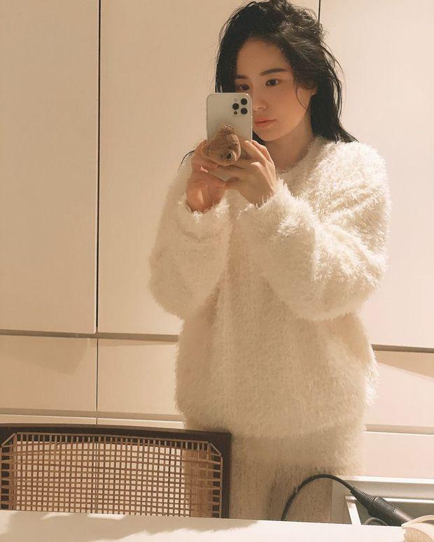 Min Hyo Rin đăng ảnh lộ điểm bất thường, dân tình đồn đoán vợ chồng Taeyang (BIGBANG) sắp có tin vui - Ảnh 2.