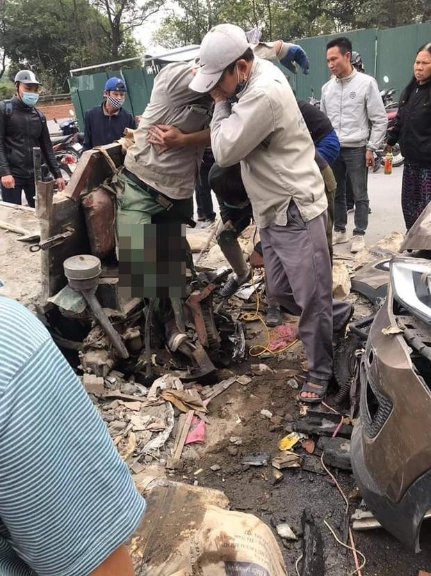 Hà Nội: Xe ba gác va chạm trực diện với ô tô, một người dập nát đôi chân - Ảnh 3.