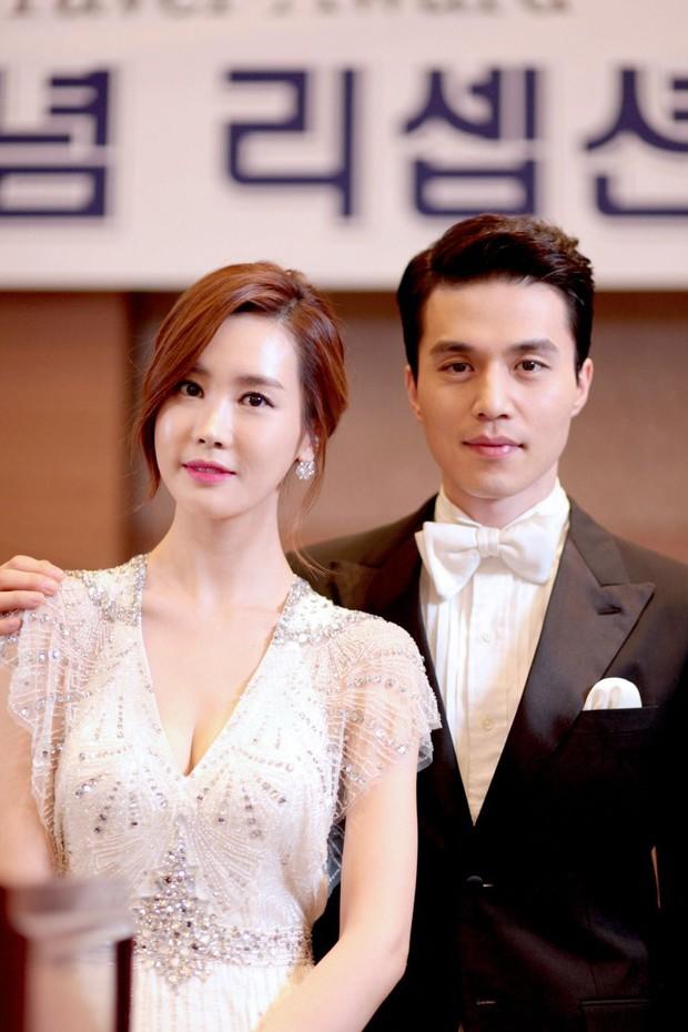 Những màn hội ngộ thập kỷ của Kbiz: Gong Yoo - Yoon Eun Hye đỏ mặt kể lại cảnh nóng, Lee Da Hae - Lee Dong Wook lột xác visual - Ảnh 12.