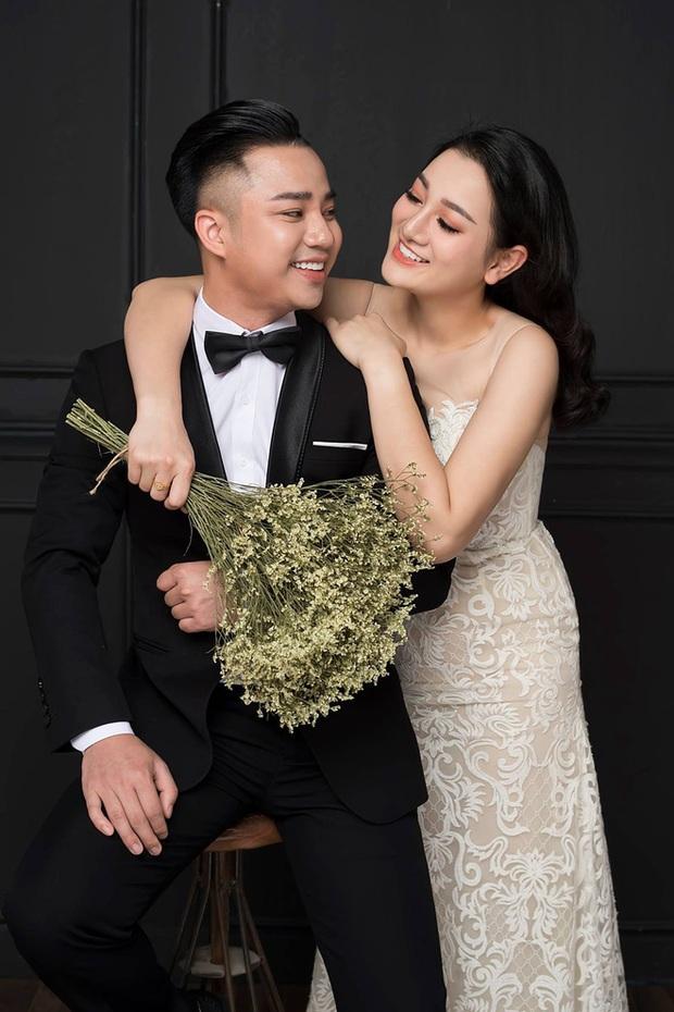 Hữu Công ngày càng phát tướng sau khi lấy vợ, hay chị nhà bầu nên anh cũng tròn lên cho vui! - Ảnh 1.