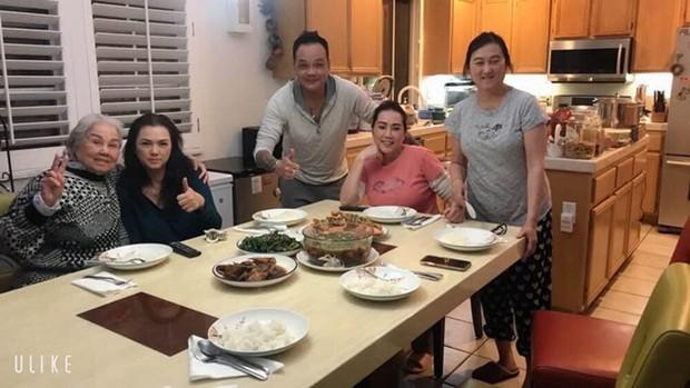 Ca sĩ Phương Loan xuất hiện sau tang lễ NS Chí Tài, gây xúc động khi nấu lại món ăn yêu thích của chồng lúc sinh thời - Ảnh 2.
