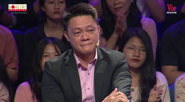BTV Trần Quang Minh khóc nghẹn tại Ký Ức Vui Vẻ, nhà báo Lại Văn Sâm phải khéo léo kéo mood cho đàn em - Ảnh 1.
