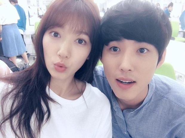 Những màn hội ngộ thập kỷ của Kbiz: Gong Yoo - Yoon Eun Hye đỏ mặt kể lại cảnh nóng, Lee Da Hae - Lee Dong Wook lột xác visual - Ảnh 17.