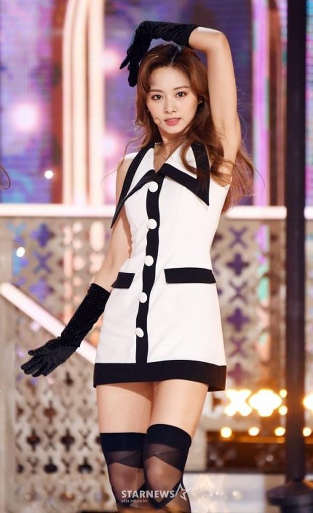 """2 nữ thần chiếm trọn spotlight SBS Gayo Daejun 2020: Bên mỹ nhân đẹp nhất thế giới, bên center GenZ chân dài nhất Kpop """"bùng nổ"""" nhan sắc - Ảnh 10."""