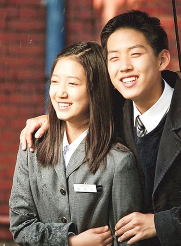 Những màn hội ngộ thập kỷ của Kbiz: Gong Yoo - Yoon Eun Hye đỏ mặt kể lại cảnh nóng, Lee Da Hae - Lee Dong Wook lột xác visual - Ảnh 16.