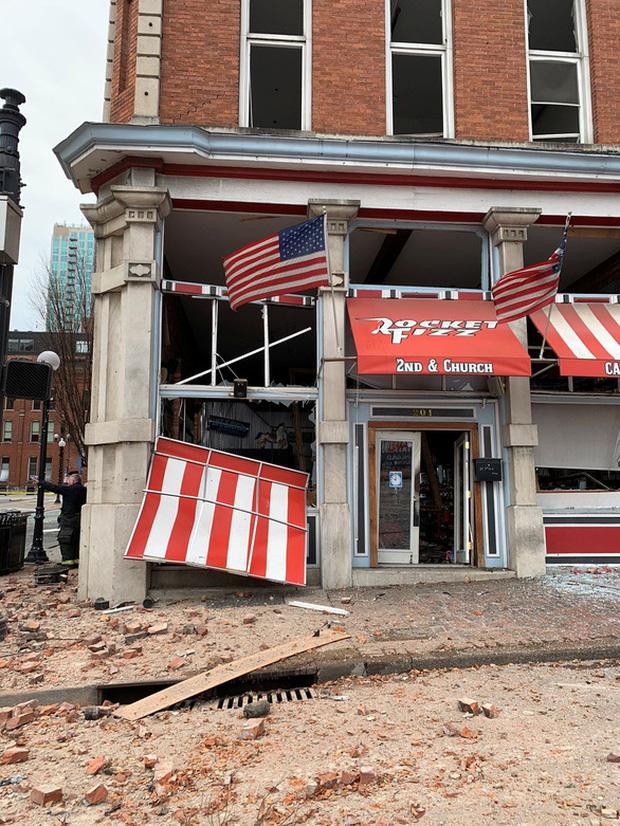 Khung cảnh tan hoang đến rợn người ở hiện trường vụ nổ Nashville - Ảnh 4.