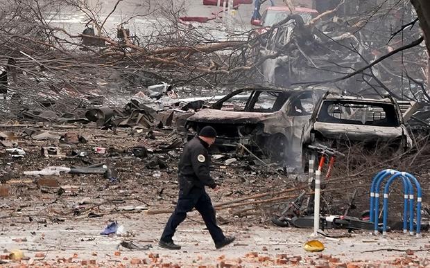 Khung cảnh tan hoang đến rợn người ở hiện trường vụ nổ Nashville - Ảnh 8.
