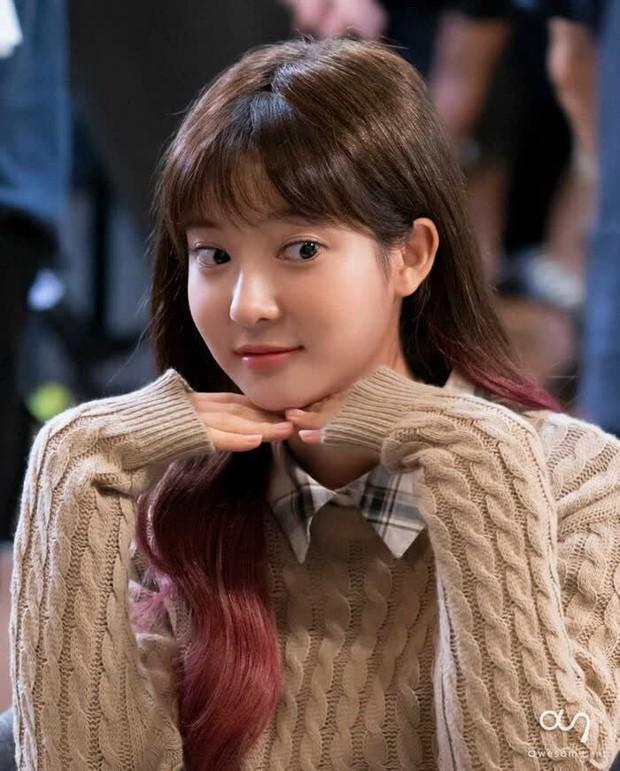 Jo Soo Min - Gia sư bất hạnh ở Penthouse: Búp bê sống 14 năm diễn xuất, cân sạch từ thi - hoạ đến thể thao! - Ảnh 23.