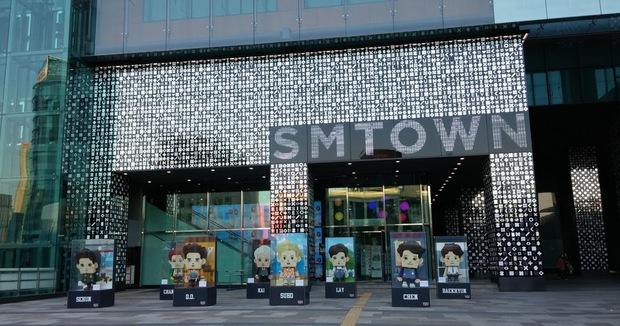 SM tổ chức concert online hoàn toàn miễn phí: Netizen tấm tắc khen, tranh thủ cà khịa cả Big Hit quá ham tiền? - Ảnh 6.