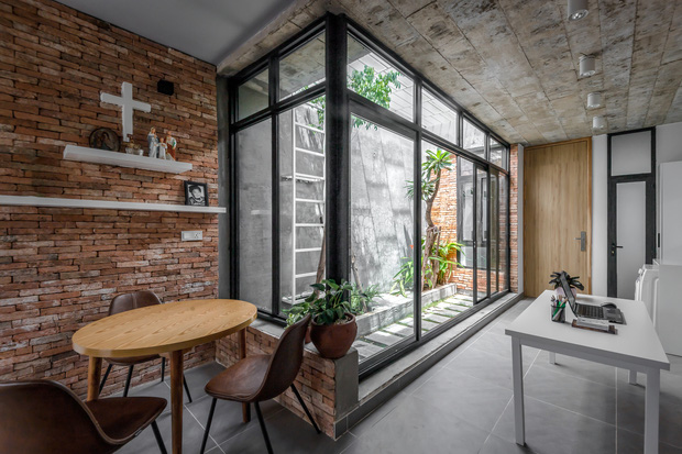 Rời Sài Gòn, cặp vợ chồng trẻ về Đồng Nai xây ngôi nhà cực độc không có phòng khách, lấy phòng bếp làm trung tâm - Ảnh 3.
