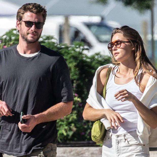 Thì thầm Hollywood: Miley Cyrus bị Liam kiện, gia đình Kardashian tan rã vì nợ 9 nghìn tỷ, Brad Pitt bị Angelina dọa tung clip mắng con - Ảnh 3.