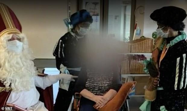 Ông già Noel siêu lây nhiễm Covid-19 khiến 18 người tử vong chỉ trong một chuyến thăm bất cẩn  - Ảnh 2.