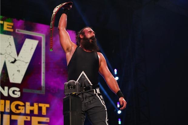 Cựu sao WWE Jonathan Huber qua đời ở tuổi 41 vì bệnh phổi - Ảnh 1.