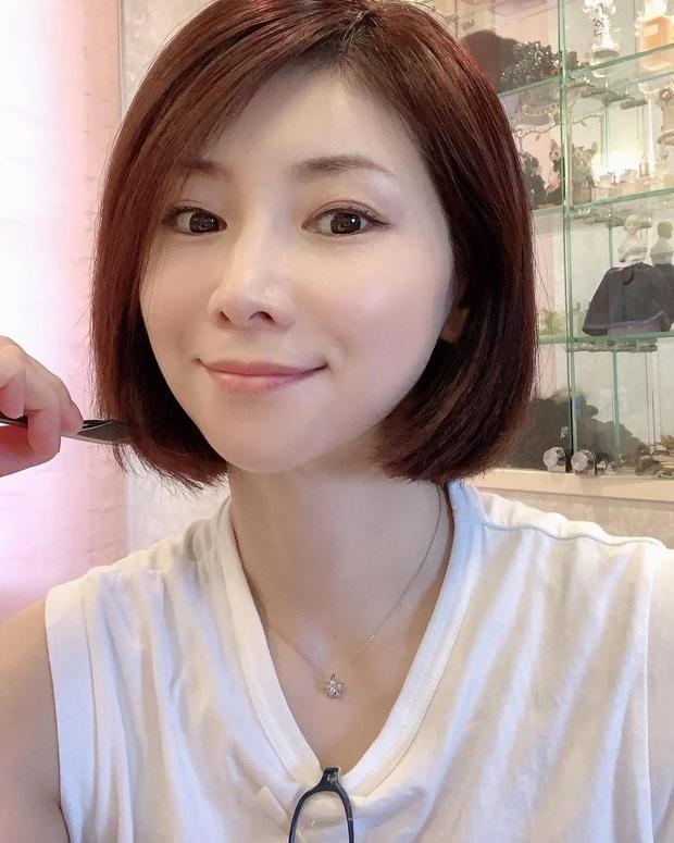 """""""Phù thủy làn da"""" Nhật Bản đã 52 tuổi vẫn trẻ đẹp như đôi mươi nhờ cách skincare 333 cho sáng chiều tối - Ảnh 2."""