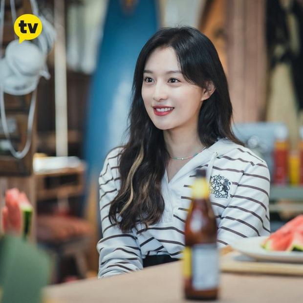 Style của Kim Ji Won trong phim mới: Đơn giản mà siêu xinh tươi lãng mạn, nhìn là muốn học theo bằng hết - Ảnh 9.