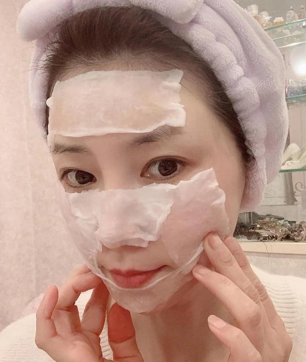 """""""Phù thủy làn da"""" Nhật Bản đã 52 tuổi vẫn trẻ đẹp như đôi mươi nhờ cách skincare 333 cho sáng chiều tối - Ảnh 3."""