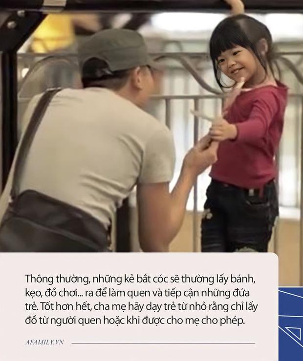 Đứa trẻ 5 tuổi nói một câu khi bị bắt cóc, 2 kẻ xấu ngay lập tức bỏ của chạy lấy người, ai nấy đều nhận xét: Đáng học hỏi! - Ảnh 3.