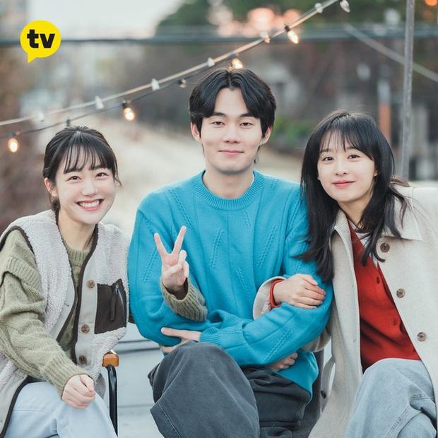 Style của Kim Ji Won trong phim mới: Đơn giản mà siêu xinh tươi lãng mạn, nhìn là muốn học theo bằng hết - Ảnh 5.