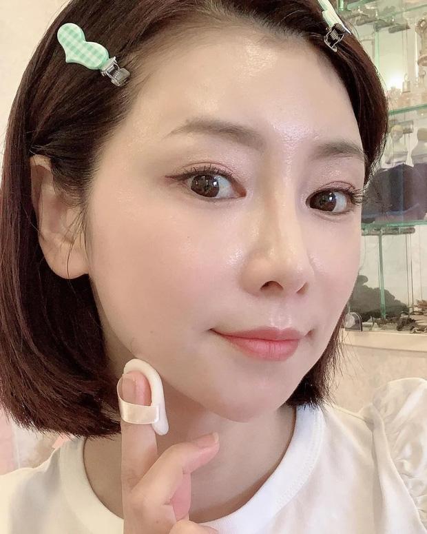 """""""Phù thủy làn da"""" Nhật Bản đã 52 tuổi vẫn trẻ đẹp như đôi mươi nhờ cách skincare 333 cho sáng chiều tối - Ảnh 6."""