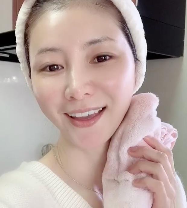 """""""Phù thủy làn da"""" Nhật Bản đã 52 tuổi vẫn trẻ đẹp như đôi mươi nhờ cách skincare 333 cho sáng chiều tối - Ảnh 7."""