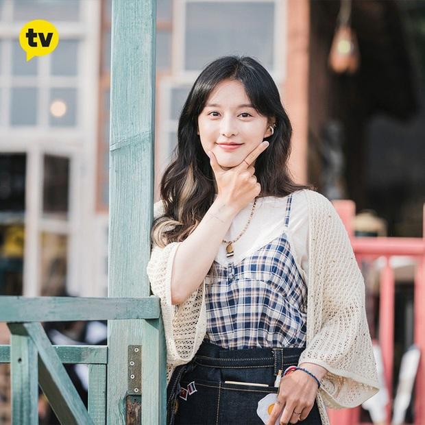 Style của Kim Ji Won trong phim mới: Đơn giản mà siêu xinh tươi lãng mạn, nhìn là muốn học theo bằng hết - Ảnh 7.