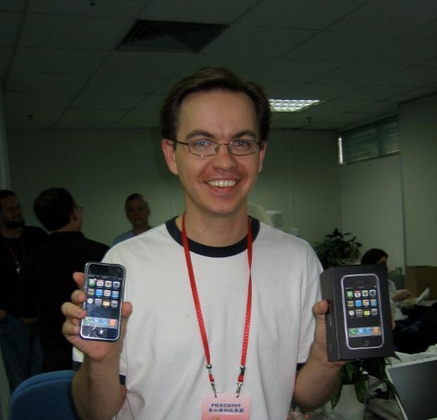 Những bức ảnh hiếm hoi về dây chuyền sản xuất chiếc iPhone đầu tiên năm 2007, cư dân mạng lại rần rần nhắc về quá khứ đen tối của Apple - Ảnh 3.