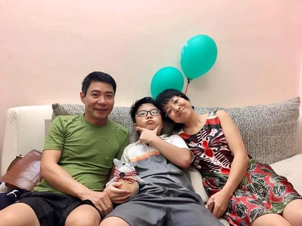 Con trai chung của Công Lý và vợ cũ Thảo Vân: Đã là học sinh cấp 3, bảng điểm không đẹp nhưng thương mẹ thế này đây - Ảnh 1.