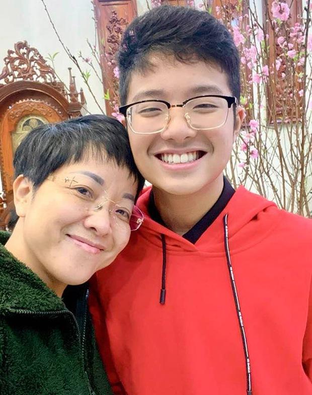 Con trai chung của Công Lý và vợ cũ Thảo Vân: Đã là học sinh cấp 3, bảng điểm không đẹp nhưng thương mẹ thế này đây - Ảnh 7.