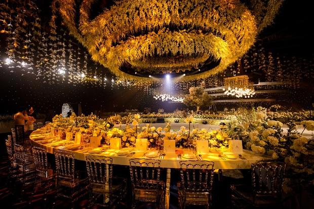 Siêu đám cưới tổ chức cùng địa điểm với Công Phượng - Viên Minh, nguyên hoa tươi nhập khẩu đã 5 tấn và thân phận bí ẩn của cô dâu, chú rể - Ảnh 1.