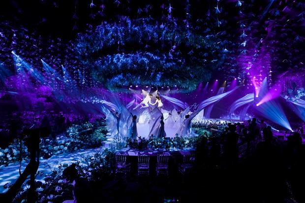 Siêu đám cưới tổ chức cùng địa điểm với Công Phượng - Viên Minh, nguyên hoa tươi nhập khẩu đã 5 tấn và thân phận bí ẩn của cô dâu, chú rể - Ảnh 2.