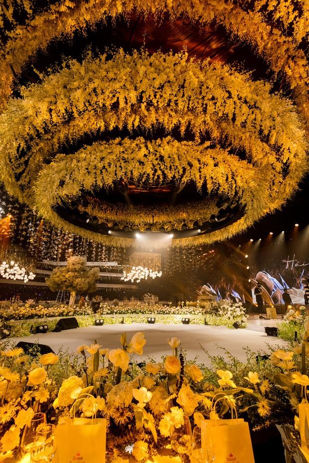 Siêu đám cưới tổ chức cùng địa điểm với Công Phượng - Viên Minh, nguyên hoa tươi nhập khẩu đã 5 tấn và thân phận bí ẩn của cô dâu, chú rể - Ảnh 14.