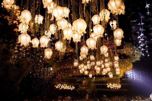 Siêu đám cưới tổ chức cùng địa điểm với Công Phượng - Viên Minh, nguyên hoa tươi nhập khẩu đã 5 tấn và thân phận bí ẩn của cô dâu, chú rể - Ảnh 3.