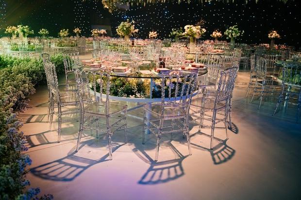 Siêu đám cưới tổ chức cùng địa điểm với Công Phượng - Viên Minh, nguyên hoa tươi nhập khẩu đã 5 tấn và thân phận bí ẩn của cô dâu, chú rể - Ảnh 5.