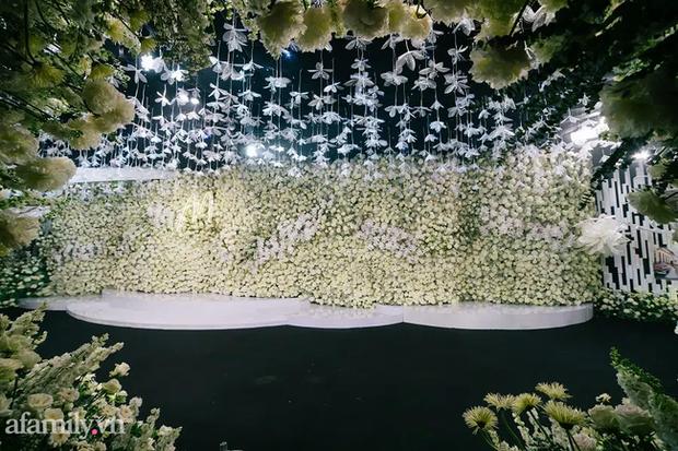 Siêu đám cưới tổ chức cùng địa điểm với Công Phượng - Viên Minh, nguyên hoa tươi nhập khẩu đã 5 tấn và thân phận bí ẩn của cô dâu, chú rể - Ảnh 6.